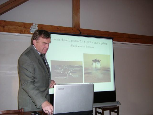 L. Lejček při své přednášce